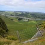 Ausblicke über Weidenhänge und Weingüter