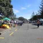 Flohmarkt auf Parkplatz an der Promenade