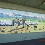 schönes Gemälde an leerstehendem Shop