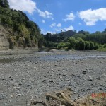 Das gibt es ja nicht! Sowas hätten wir hinter den Pappeln nicht vermutet: Fluss mit Strand!