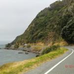 Straße direkt am Meer entlang der Buchten