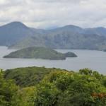 dunkelgruene Halbkugel-Inseln
