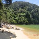 Kayaks am Strand