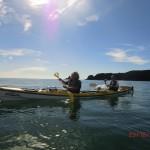 Wolfi und ich in unserem Kayak Nummer 18 auf dem weiten, stillen Meer