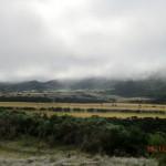 vernebelte Hügel, versteckte Berge