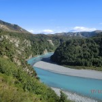 der Fluss begleitet uns