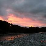 im Fluss spiegelten sich die Himmelsfarben