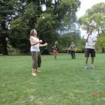 Juggling im botanischen Garten mit Tomomi