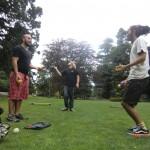 Juggling im botanischen Garten: Wolfi, Tomomi und ein Argentinier