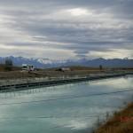 Canal und die Alpen mit Mt. Cook
