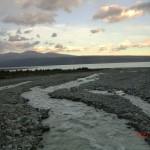 von einer Brücke aus in Richtung Lake Pukaki geschaut
