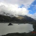 dunkle Gletscherschollen auf dem Tasman Glacier See