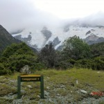vorm Parkplatz des Hooker Valley Walks