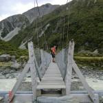 auf die Swingbridge über Gletscherflüsse