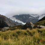 Wolken, die den Berg abschneiden - sieht aus wie gemalt!