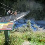 sehr wacklige Hängebrücke am Trackstart