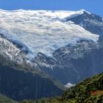 Gletscher und Wasserfälle herangezoomt