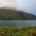 von Queenstown zum Doubtful Sound: frischer Schnee auf den Gipfeln der Berge!
