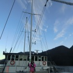 Doubtful Sound Overnight: Asiatin auf dem Oberdeck