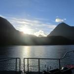Doubtful Sound Overnight: die Sonne guckt hindurch