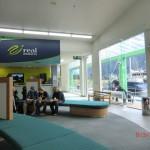 mit den Dortmundern im gläsernen Info-Terminal am Milford Sound
