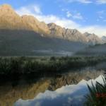 Mirror Lakes vor Alpenbergen