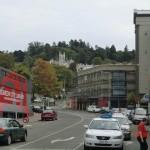 Dunedin: erster Weg Bibliothek mit Internet (links im Bild)