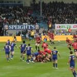 Dunedins Highlanders (blau) vs. Christchurcher Crusaders (rot)