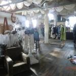 verrückt-schöne Galerie in Oamaru... Masken, Gewänder, Gedichte und Musik