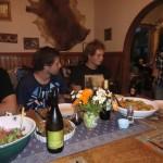 bei Tisch - Dinner bei Ron, Louise und Sarah