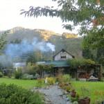 Blacks Point - Duft nach Kohleheizung und hübsche Holzhütten