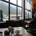 von unseremwarmen Plätzchen im Cafe am Arthur's Pass - Luxus bei Regenwetter