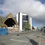 Christchurch nach dem Februar-Beben: Regenbogen neben Kirche ohne Wand