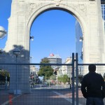 Christchurch nach dem Februar-Beben: ungläubig am Zaun stehen, Bridge of Remembrance