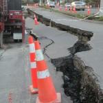 Christchurch nach dem Februar-Beben: gespaltene Straßen