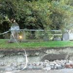 Christchurch nach dem Februar-Beben: versackter Boden am Friedhofsrand