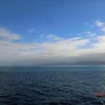 auf der Fähre gen Norden VII (Südinsel unter grauen Wolken)