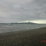 am Kapiti Coast Strand nahe Paekakariki vor Kapiti Island
