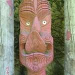 Maori Schnitzereien vorm Tunnel Wanganui (das geht wirklich!) :-)