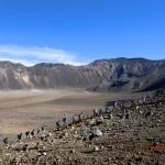 Vulkanlandschaften II (die Schulklasse naht im Gänsemarsch)