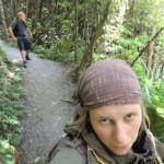 letzte Kilometer Abstieg durch Wald und schmerzende Füße, keine Lust mehr