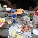 Ostersonntagsfrühstück auf dem Hof der City Garden Lodge