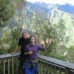 Tini und Wolfi winken vor den Southern Alps
