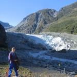 Tini im legeren Dauerlook vor Fox Gletscher Eiszunge