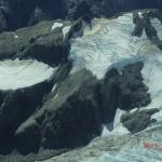 Flugzeugaussichten: Schnee auf Berg