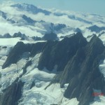 Flugzeugaussichten: Alpen, Schnee und Wolken
