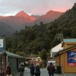 glühende Bergkuppen beim Abendbrot, Erstaunen