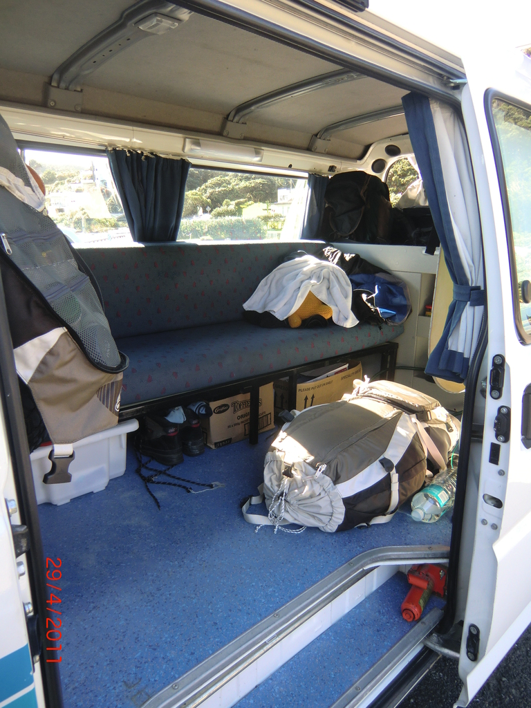so sieht es am Tag im Backpacker-Van aus