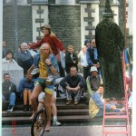 entdeckt in einem Christchurch-Buch: Der Mann auf dem Einrad vor Christchurch Cathedral ist Zacra, der uns erstmalig das Jonglieren zeigte!!!