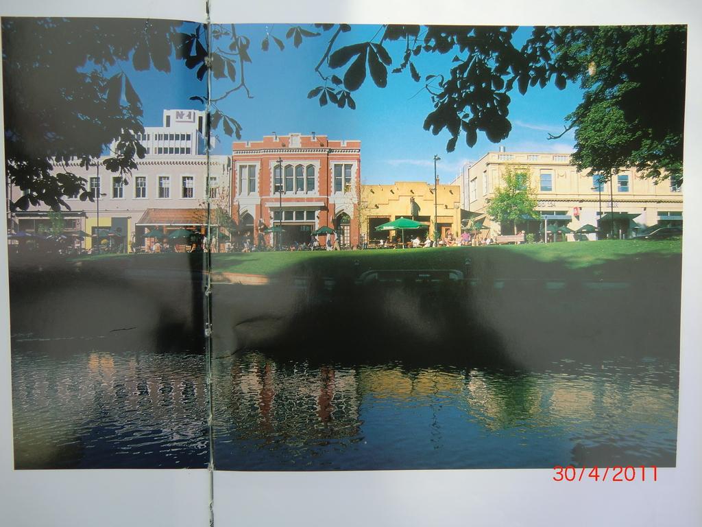 noch ein Foto aus dem Christchurch Buch - genau aus der Perspektive gab es ein Foto von uns mit Erdbeben-Folgen